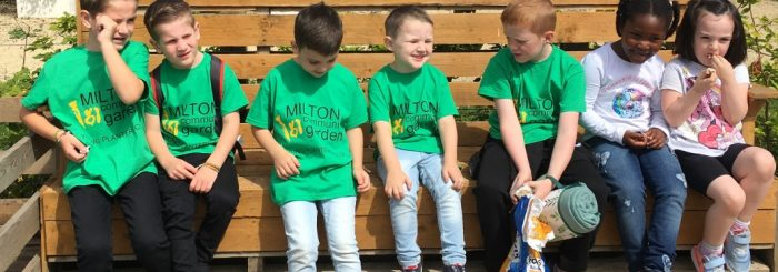 Lots kids green t shirt sit bench